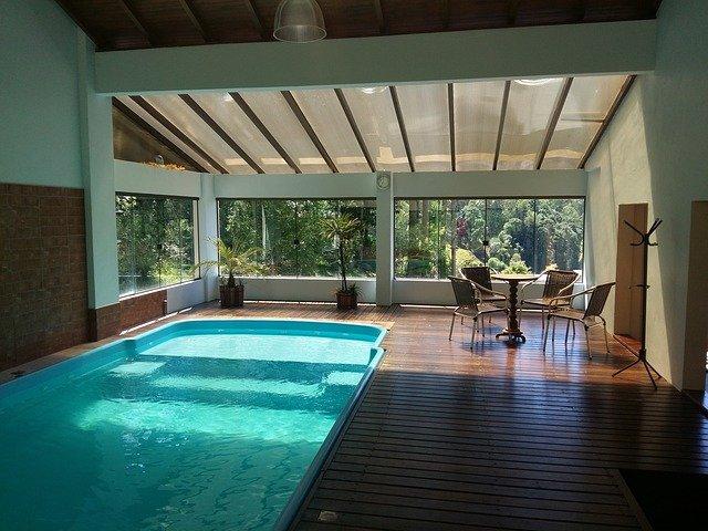 luxusní zastřešený bazén