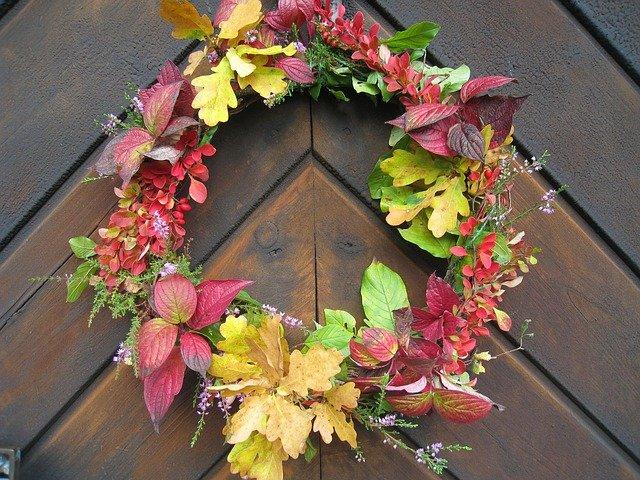 věnec s podzimním listím