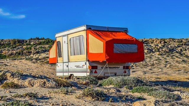 stanování s karavanem