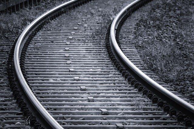 zatáčka na kolejích